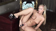 Fantastic bitch stretches her wonderful booty and puts in sex toy