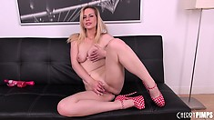 Tara Lynn Foxx is fanatical about making her pussy hot and wet for action