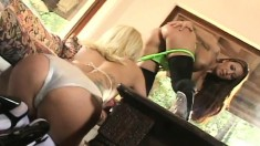 Teanna Kai and her partner enjoy footwork, tongues and pussy toying