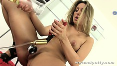Sexy blonde Whitney Conroy pumps up her pussy to a nice juicy fatness