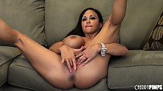 Jewels Jade has some bodacious tattas and her finger in her front